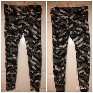 Old navy black, gray, and white leggings gym pants